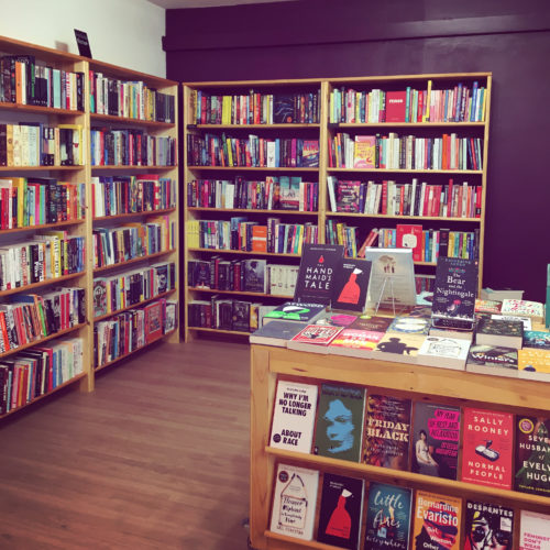 La table de Damn Fine Bookstore